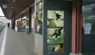 Myriam Thyes, Matrix am Zürichsee (2005), hinterleuchtete Bild-Installation, 8-teilig, Bahnhof Küssnacht, Schweiz