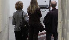 'Instant Salvation'. Eröffnung der Einzelausstellung von Myriam Thyes 'Beschleunigte Flaggen und Gebremste Helden', Kunstverein für den Rhein-Sieg-Kreis, Siegburg 2009. Foto: © Jörg Weule.