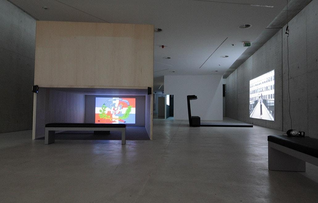 Myriam Thyes in der Gruppenausstellung 'Bilder gegen die Dunkelheit. Videokunst der Stiftung imai - inter media art institute', KIT Kunst im Tunnel, Düsseldorf, DE, 2012