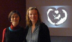 Myriam Thyes und Kristina Kanders vor GLOBAL VULVA , DIE GROSSE Kunstausstellung NRW, Museum Kunstpalast, Düsseldorf, 2012.